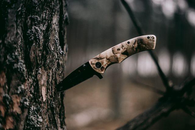 mes snijdt aan 2 kanten-grouve